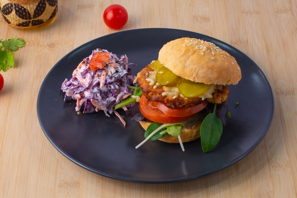 Turkey burgers with coleslaw